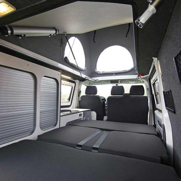 Volkswagen California Intérieur lit avec toit relevable